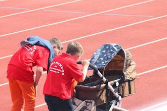 Photo: Wir sollten mal schaun ob das Baby noch drin liegt-wie süß:)