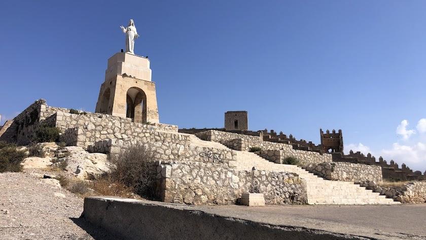 Vista general del monumento del Sagrado Corazón en el Cerro de San Cristóbal