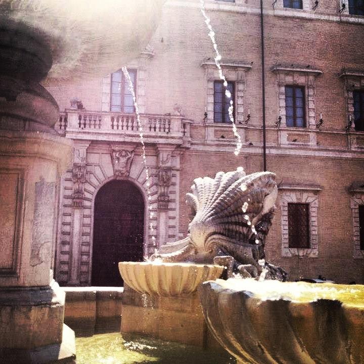 Piazza di Santa Maria in Trastevere - Fountains of Rome
