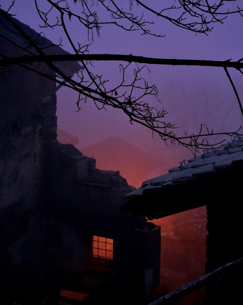 Cala la sera sul borgo abbandonato. di gigidueelle