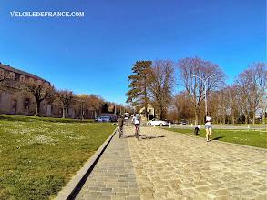 Photo: Avenue du Château, en partant de l'Observatoire de Meudon -guide balade à vélo de Meudon au Château de Versailles par veloiledefrance.com