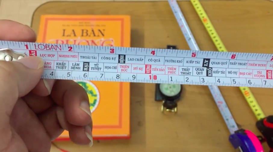 D:\cuanhuanamwindows.com bai 21-30\Những nguyên nhân khiến đo đạc kích thước cửa chính lệch số phong thủy\kich-thuoc-phong-thuy-lo-ban.jpg