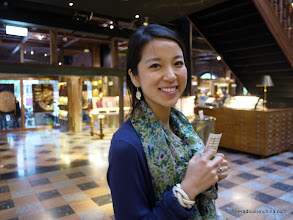 Photo: Taiwan is renowned for its pineapple cake -- our excellent guide shows us one of her favorite places to buy cake