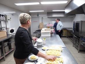Photo: altijd dezelfde in de keuken    controle door de John ??