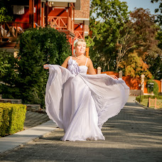 Wedding photographer Oksana Velisevich (Velisevich). Photo of 01.04.2016