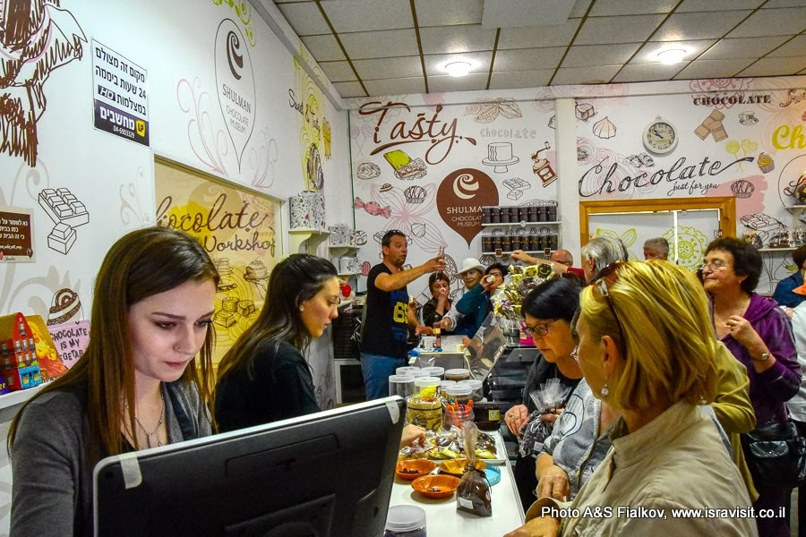 На экскурсии по северу Израиля. Посещение фабрики-магазина шоколада.