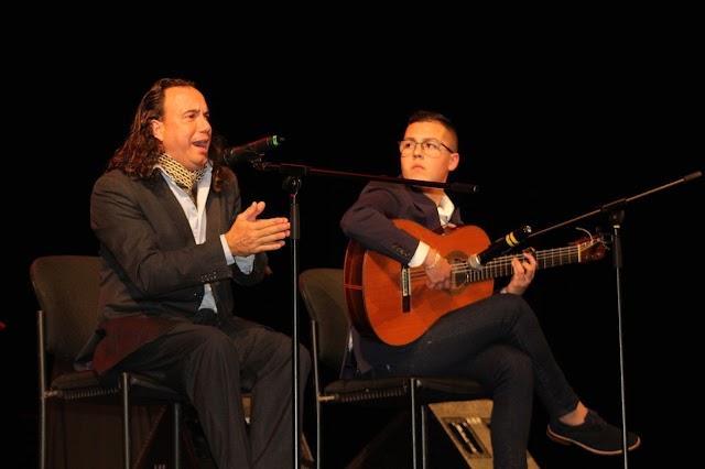 Con una soleá inició sus cantes el jerezano Luis Perdiguero acompañado a la guitarra por el ejidense Antonio García.