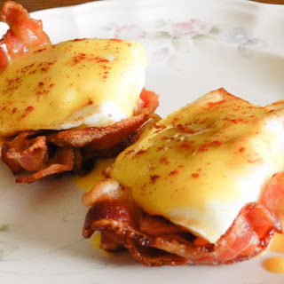 Bacon Cup Eggs Benedict