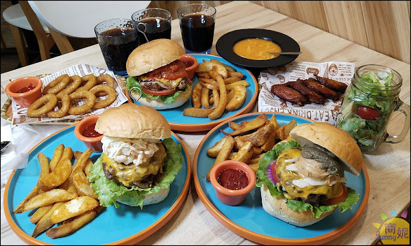 台中科博館漢堡餐廳。LAb EAt burger來吧吃漢堡。手作亞麻籽麵包加4盎司厚厚牛肉超爆漿 飲料喝到飽消暑好去處