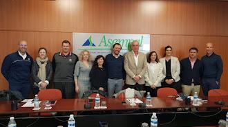 Junta directiva de los empesarios del golf con el presidente de Asempal