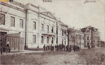 Photo: Prefectura - 1920 sursa: http://www.okazii.ro/carti-postale/romania-dupa-1918/transilvania/romania-turda-carte-postala-circulata-1920-prefectura-animat-a174123956 delcampe \http://www.delcampe.net/page/item/id,328802372,var,Romania-3290--Cluj-TURDA--old-postcard--used--1922,language,E.html Facebook , M.D. https://www.facebook.com/photo.php?fbid=557636184418662&set=p.557636184418662&type=3&theater  Gabriella Leu https://www.facebook.com/photo.php?fbid=1567100890198155&set=a.1562440263997551.1073742046.100006947761396&type=3&theater