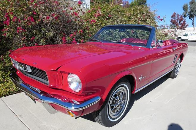 1965 Ford Mustang Convertible / Vino Hire CA