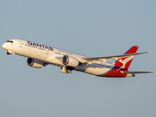Cosmic Cocktails: Qantas Launches 787 Supermoon Scenic Flight