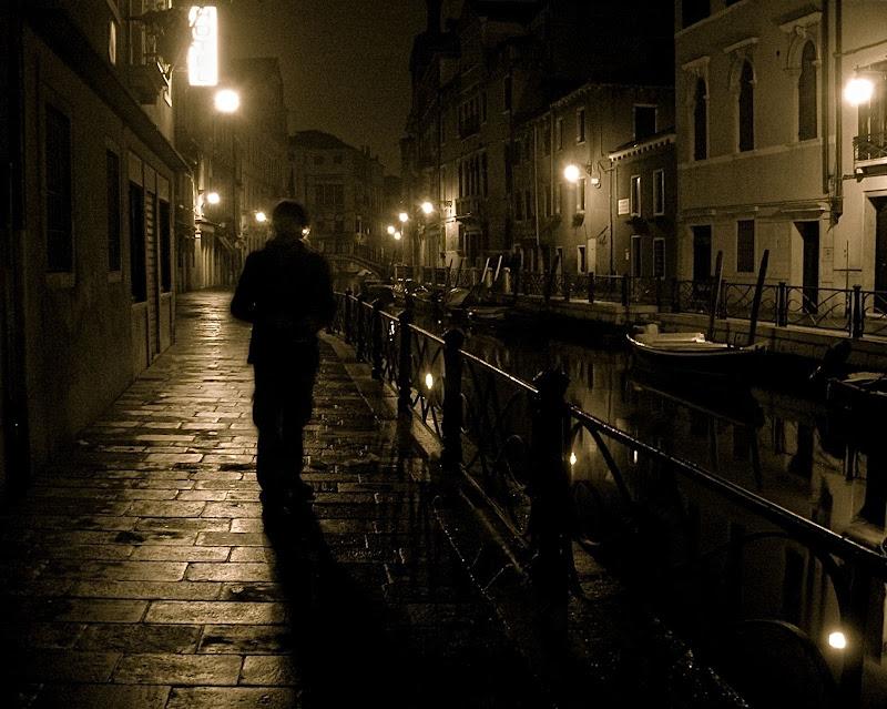 Uno sconosciuto nel buio della notte di Alessandra Alba