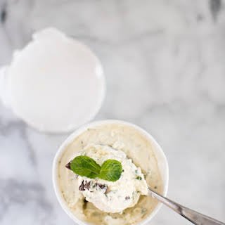 EASY NO CHURN FRESH MINT CHOCOLATE CHIP ICE CREAM.