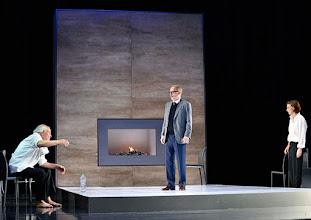 """Photo: WIEN/ Theater in der Josefstadt: """"VOR SONNENUNTERGANG"""" von Gerhard Hauptmann. Premiere 3.9.2015. Michael König, Andre Pohl, Martina Ebm. Copyright: Barbara Zeininger"""