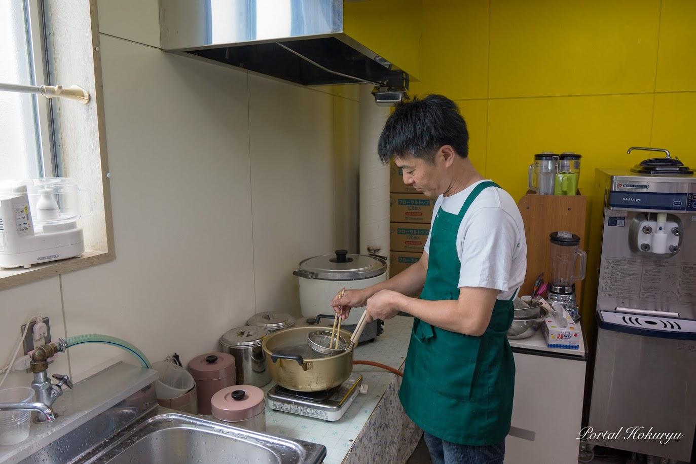 太めの中華麺を2分半きっちりと茹でて