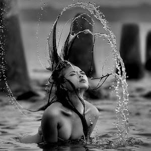 splash1 (2)bw.jpg