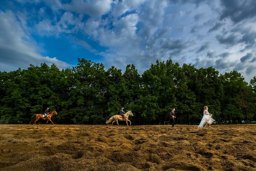 Wedding photographer Daniel Dumbrava (dumbrava). Photo of 05.07.2017