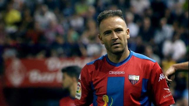 Diego Capel con la camiseta del Extremadura.