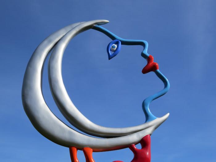 Niki de Saint Phalle, La Luna, nel Giardino dei Tarocchi, Capalbio