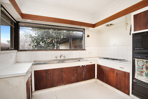 Photo of property at 13 Deanswood Close, Wantirna South 3152