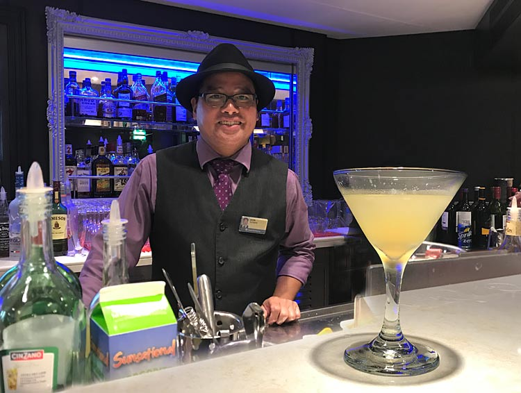 Barman Donato Sandiego with a Gallery Gimlet he whipped up.