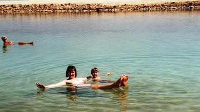 Photo: 1996 - Pirkko ja Jussi kelluvat Kuolleessa meressä