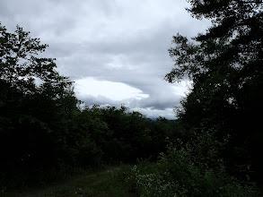 上空に黒い雲