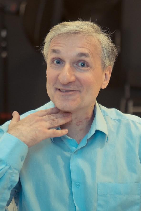 актер Геннадий Суворов