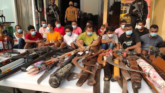 Polisi Mendapat Perlawanan Saat Menggerebek Kampung Ambon - Kriminal JPNN.com