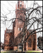 Photo: Die ungewöhnlich hohe Gnaden-Gottes-Kirche, errichtet im Jahre 1859  im neugotischen Stil, steht auf einem Hügel in Schlieffenberg bei Rostock und ist in der Landschaft weithin sichtbar.