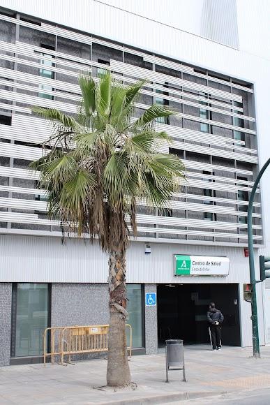 Puerta principal del Centro de Salud Casa del Mar.