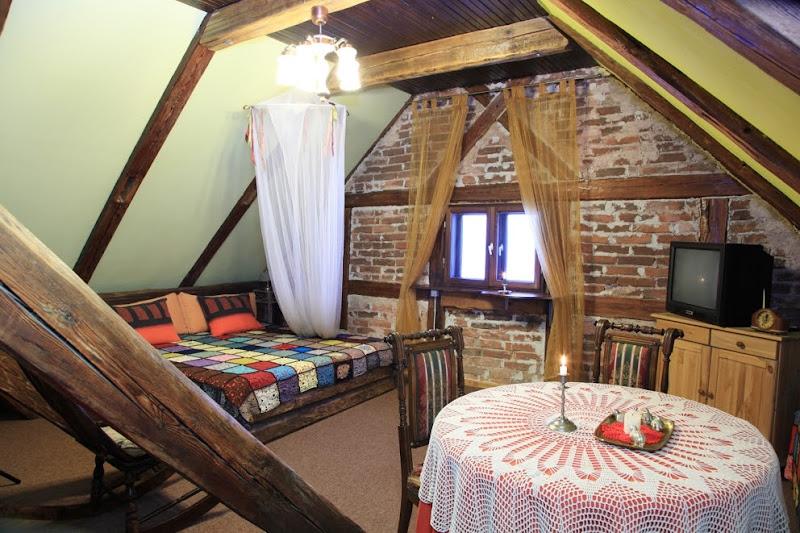 Photo: Jumta istaba/Mansard room. Cena 40 Ls, brokastis iekļautas cenā, iespējama papildvieta cena 8 Ls.