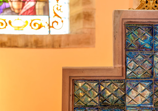 Autel en grès flammé de l'église de Sainte-Barbe