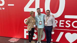 Desde la izquierda, Sonia Ferrer, Felipe Sicilia, nuevo portavoz nacional del PSOE, y José Nicolás Ayala.
