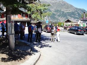 Photo: Besammlung zur Dorfbesichtigung