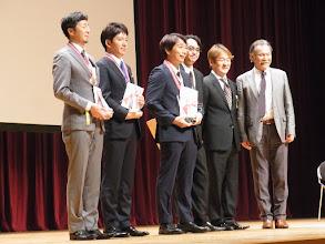 Photo: 5人の受賞者と山崎会長