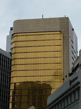 Photo: KL (Kuala Lumpur) - nice golden wall of building in Chinatown