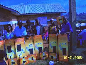 Photo: Radio Bubusa FM distribution de kits solaires