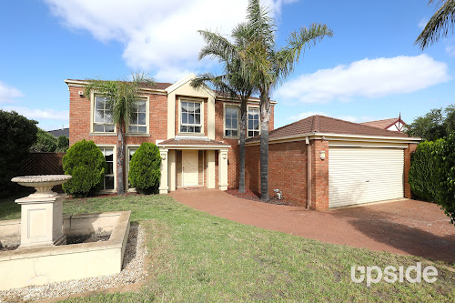 Photo of property at 17 Golden Way, Hillside 3037