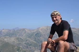Photo: na vrchole Monte d´Oro (2 389 m), v ľavej časti pózuje skalný zub  Paglia Orba (2525m)