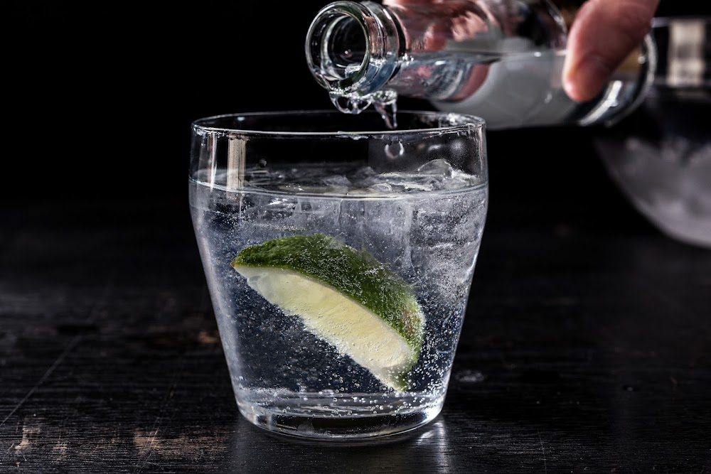 easy-diy-cocktails_gin_and_tonic