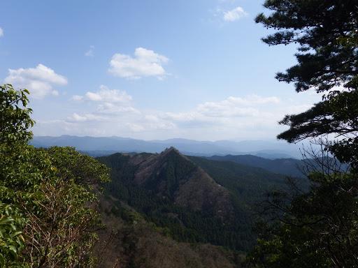 袴ヶ岳(手前)
