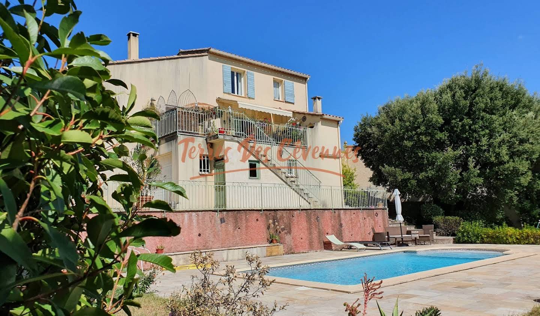 Villa avec piscine et terrasse Anduze