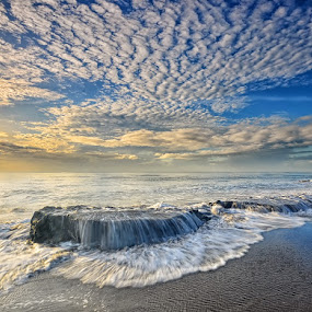 Manyar Daylight by Hendri Suhandi - Landscapes Cloud Formations ( clouds, bali, beach )