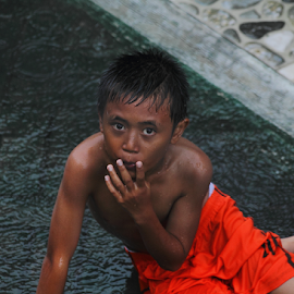 The Child at the heavy rain by Deny Afrian Wahyudi - People Portraits of Men ( orange, children, person, individue, people )