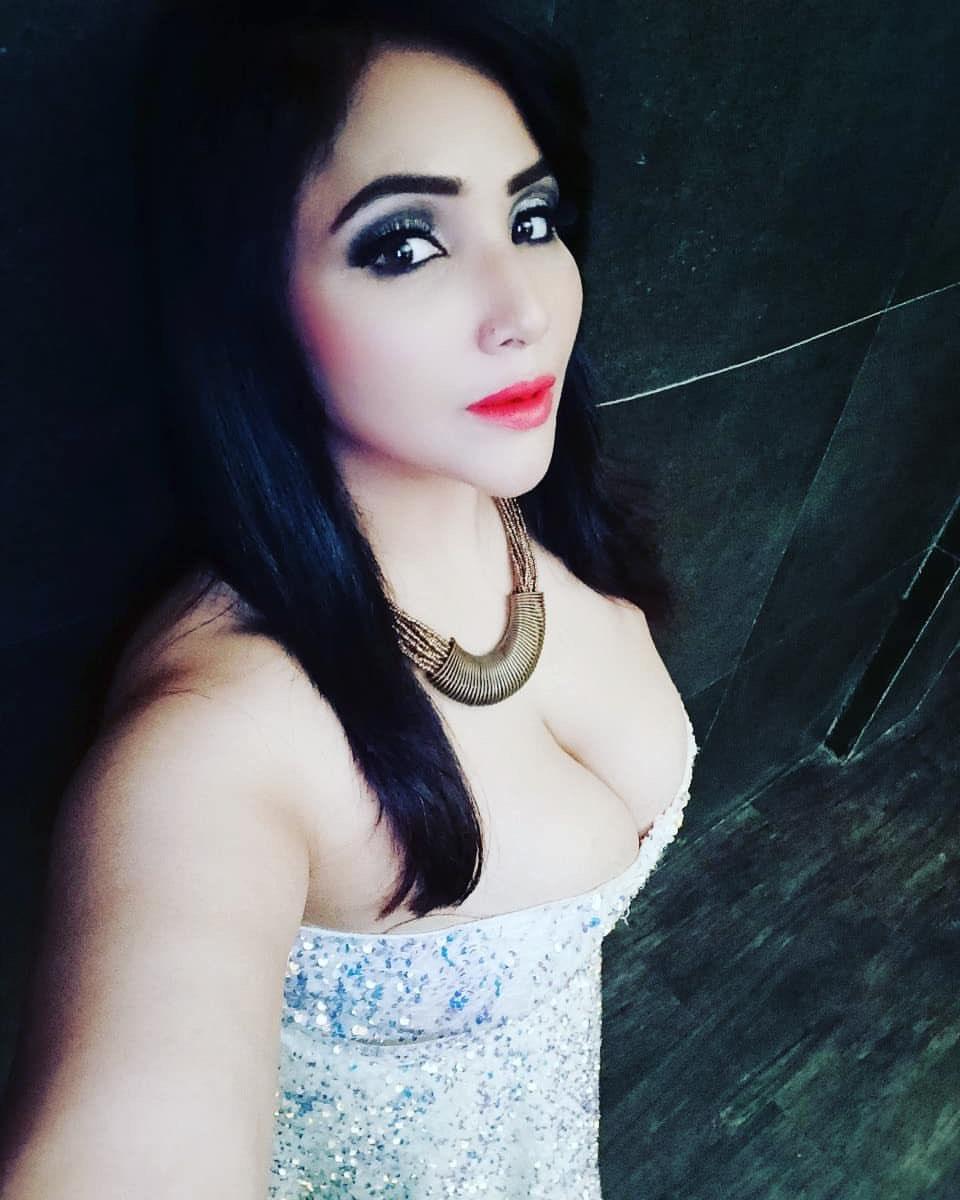 Rajsi verma Ullu webseries Actress   Charamsukh Hot model. Navel Queens