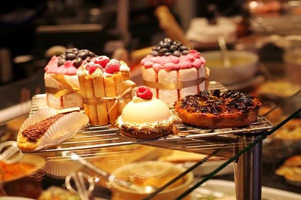 Nên đánh con số mấy khi mơ ăn bánh ngọt?