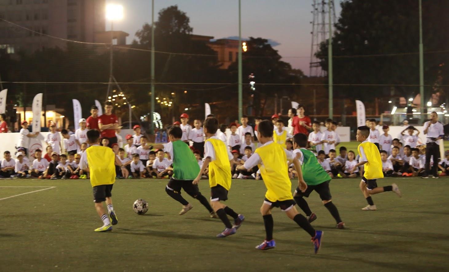"""12 bé xuất sắc nhất trong ngày đã được các HLV lựa chọn để đá trận chung kết """"giả lập Ngoại Hạng""""."""